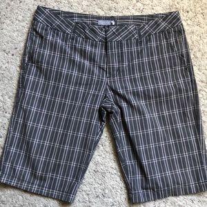Volcom shorts sz13